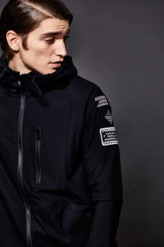 LUXSPO LIGHT BLACK COMBI HOODED ZIP UP BZ WITH SPORT PATCH / ストレッチナイロン ジップアップ パーカー ブラック